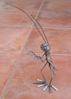 Grasshopper garden sculpture, this would be cute in the Fairy Garden! Hmm maybe I should learn to weld.