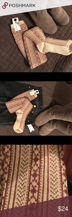 NWT Free People Spice/Tea Over the knee Sock {Real} Free People over the knee boot sock. Of course Fab peaking out of your fav boots but also fantastic for.... keep legs toasty on cold nights under the covers, wear around the house with too short short/skirt for a fun flirty view for your significant other, keep in car for an awesome addition to your bowling attire. :)) Enjoy!! Free People Accessories Hosiery & Socks