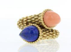 Collector Square: Boucheron http://www.vogue.fr/joaillerie/carnet-d-adresses/diaporama/collector-square-des-bijoux-et-montres-vintage-au-gout-du-jour-en-ligne/17603/image/954018#!collector-square-bijoux-vintage-en-ligne-boucheron