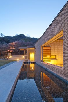 Gallery of Two Courtyards House + Bridge 130 Cafe / Lee.haan.architects - 7