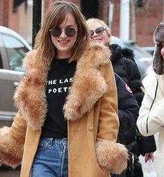Pictures Out in Aspen Dakota Johnson Street Style, Dakota Style, 70s Fashion, Fashion Models, Ana Steele, Dakota Mayi Johnson, Fuzz, Girl Crushes, Jamie Dornan