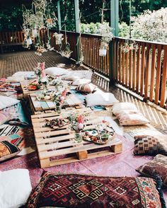 elsas_wholesomelife -- Bohemian outdoor dinner party with floor cushions and printed rugs Outdoor Spaces, Outdoor Living, Wood Pallet Tables, Pallet Picnic Tables, 21st Birthday Decorations, Mesa Exterior, Outdoor Dinner Parties, Casa Patio, Home Decoracion