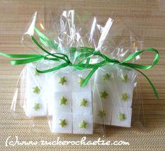 Zucker Würfel Mitbringsel Sterne grün von Zuckerschätze auf DaWanda.com Diy Presents, Xmas, Christmas, Little Gifts, Packaging, Sugar, Etsy, Tableware, Cubes