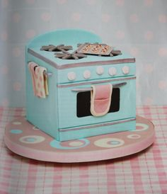 Retro oven cake - by Karen Taylor for Cakes and Sugarcraft Magazine Spring 2014