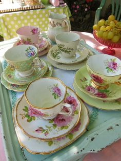 Mismatched china is the perfect way to set a lovely table for afternoon tea! Mismatched china is the perfect way to set a lovely table for afternoon tea! Vintage Crockery, Vintage China, China Tea Cups, Tea Service, My Cup Of Tea, Coffee Set, Tea Cup Saucer, High Tea, Afternoon Tea