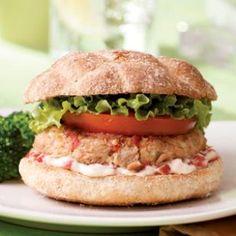 7 idées de recettes santé et économiques avec le thon : http://maigrirsansfaim.net/7-manieres-de-cuisiner-avec-le-thon-en-conserve/ Une belle protéine faible en gras et très économique