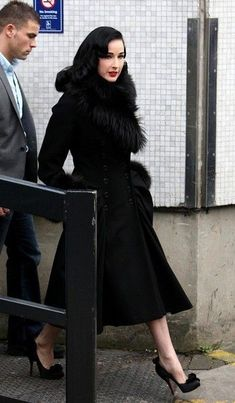 Retro Style Dita Von Teese in a glamorous coat - also love the shoes! - Dita Von Teese Wool Coat - The eternally glamorous Dita Von Teese was a timeless beauty in a black double-breasted coat with a flared skirt and fur trim. Miranda Priestly, Rockabilly, Modern Fashion, Retro Fashion, Vintage Fashion, Dita Von Teese Style, Dita Von Teese Burlesque, Pinup, Dita Von Tease