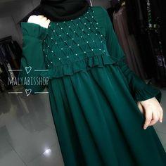 No photo description available. Abaya Designs, Kurti Designs Party Wear, Dress Neck Designs, Stylish Dress Designs, Abaya Fashion, Muslim Fashion, Spring Fashion Outfits, Fashion Dresses, Simple Dresses