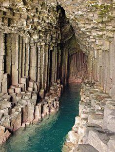 Les destinations les plus spectaculaires du monde - Grotte de Fingal Ecosse