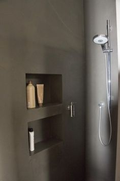 Seamless shower with niche .- Fugenlose Dusche mit Nischen Seamless shower with niches - Bathroom Interior, Modern Bathroom, Small Bathroom, Kitchen Interior, European Home Decor, Bathroom Toilets, Bathrooms, Bathroom Inspiration, Home Accessories