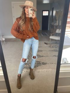 Boho Fashion Summer, Autumn Winter Fashion, Women's Fashion, Fashion Outfits, Jean Jacket Outfits, Cardigan Outfits, Casual College Outfits, Ripped Jeans Outfit, Athleisure Outfits