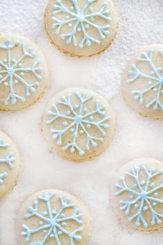 ... snowflake macarons filled with vanilla white chocolate ganache ...