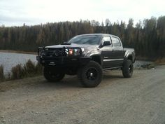 Toyota Tacoma TRD Off-Road. @gracia fraile Gomez-Cortazar Chmelar this is what we need!!!! yea buddy :)