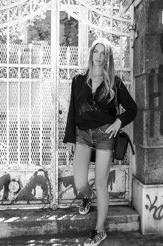 BLACK &WHITE #blackandwhite #casual #shirtdress #superga #streetstyle #ootd #levis #shorts #boybag #chanel #muserebelle