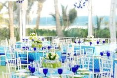 Beach reception - Love the blues with yellow accents - #LillyPulitzer #SouthernWeddings