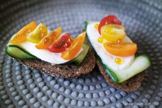 Lunch inspiration! Toast with cucumber, mozzarella and cherry tomatoes, topped with some olive oil caviar. We promise, this is delicious!  #cavariane #oliveoil #caviar #oliveoilcaviar #oliveoilpearls #vegancaviar #pearls #extravirginoliveoil #picual #garnishment #produced #in #andalucia #spain #flavour #cooking #natural #flavouring #gold #food #flavours #watdoejijmetcavariane #flavourexplosion #food #foodie #foodstagram #foodiegram #instafood #foodphotography #foodstyling