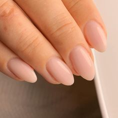 Natural Almond Nails, White Almond Nails, Natural Acrylic Nails, Almond Acrylic Nails, Cute Acrylic Nails, Short Almond Nails, Short Almond Shaped Nails, Almond Shape Nails, Round Shaped Nails