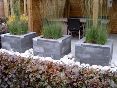 Bloembak van beton muursteen