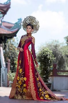 (Cinet) -  Ao Dai (Vietnamese traditional long dress) worn by Truong Thi May at the Miss Universe contest becomes the most favoured national costume, according to Missosology and Global Beauty website.
