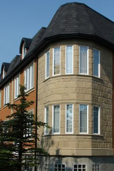 The bright stucco on this building is offset by the Stonetile Heritage Tiles in the Sandstone colour. Also added to this building are Stonetile window surrounds and accenting columns to achieve this elegant look.