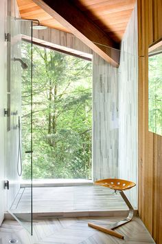 LOVE! @skylabarchitecture in Portland, Oregon: Arboretum Residence via @Freshome #baths #garden