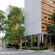 1946 BRASIL Edifício Louveira /  Vilanova Artigas e Carlos Cascaldi © Pedro Kok