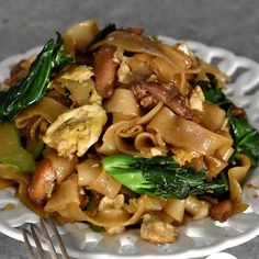 This Pad See Ew is ridiculously easy to make and the taste is like the popular street food in Thailand.