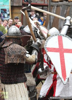 Knight fight: medieval sport for modern heroes: Every warrior is allowed up to two weapons, and they can be changed for each new battle.