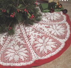 Poinsettia Christmas Tree Skirt Crochet Pattern in Filet Crochet