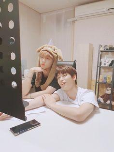 Sunwoo y Ju yeon / The boyz ♡ Seo News, Kim Sun, I Love You Baby, Korean Entertainment, Kpop, Handsome Boys, Photo Cards, Memes, Boy Groups