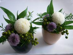 ピンポンマムの和モダン・アレンジ Table Flowers, Diy Flowers, Flower Decorations, Flower Crown, Flower Art, Low Centerpieces, Green Wreath, Silk Flower Arrangements, Flower Boxes