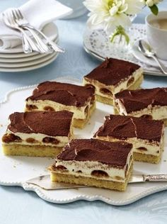 The recipe for tiramisu cake from the tin and more free recipes on LECKER.de The recipe for tiramisu cake from the tin and more free recipes on LECKER. Pecan Recipes, Sweet Recipes, Baking Recipes, Cake Recipes, Tiramisu Recipe, Tiramisu Cake, Ma Baker, Sweet Bakery, Food Cakes
