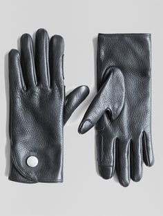 Aachen is built from soft, water-resistant deerskin leather and fine-knit cashmere lining. Designed to perform, Aachen features tech-responsive thumb and index finger pads and heat-sealed zero-snap tab closure.