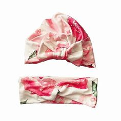 This adorable Pink and White Floral Bowknot Newborn Baby Headband is the perfect baby shower gift! Shop now! #babygifts #newborn #babybows Newborn Girl Headbands, Mommy And Me Outfits, Baby Models, Girls Bows, Fashion Graphic, Flower Fashion, Baby Bows, Boy Fashion, New Baby Products