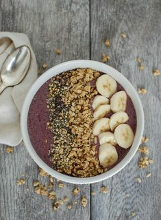 Superfood Smoothie Bowl; this smoothie bowl packs a powerful nutritious punch with spinach, pomegranate, blueberries and yogurt