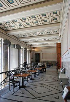 Altes Museum in Berlin (1825) / designed by Karl Friedrich Schinke (photo by Bruce Coleman)