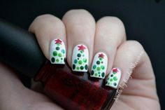Christmas nail art designs for beginners and experts, including candy cane nails, gingerbread nails and Christmas tree nails. Christmas Tree Nail Art, Holiday Nail Art, Christmas Nail Designs, Christmas Trees, Christmas Design, Simple Christmas, Easy Christmas Nails, Christmas Night, Vintage Christmas