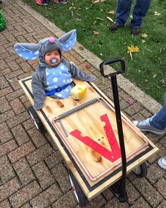 Here's my favorite Halloween costume of the season (from yesterday's children's parade). Halloween Duos, Halloween Costume Contest, First Halloween, Baby Halloween Costumes, Baby Costumes, Holidays Halloween, Halloween Crafts, Happy Halloween, Halloween Party