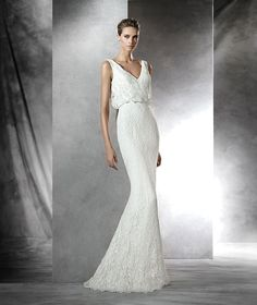 Short flared rebrodé lace wedding dress. Blouson bodice with plunging back.