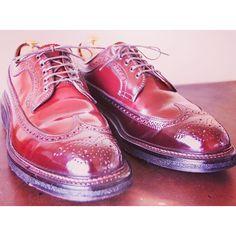 2016/10/09 12:18:59 kutumigakiya.tans #ALDEN #LONGWINGTIP #975 #ブルチャー #JCREW  menu  shoecare.shoeshine  いつも思います。。。 古き良きアメリカのシルエット。 コードバン独特のムラ。  写真に没頭する1時間。  この靴と向き合うこと3時間。時間が経つのを忘れます。  コードバンは、形状記憶の性質を持っている為、長く年月をかけ、足に馴染んでくる最高の革!  油性ワックスのみを使用し、ケアしました。  #Shoecare  #Shoes  #mensshoes  #leathershoes  #fasion  #style  #KOTD  #TANS  #Shoeshiner  #靴磨き  #シューケア  #鏡面磨き #鏡面仕上げ #靴好き  #足元  #足元くら部  #足元倶楽部  #宅配専門  #靴磨専門店  #ファッション  #バリーラスト #オールデン #好きな事が仕事の喜びを噛みしめる時間!!お客様に感謝。 #今日の靴 #新しい一歩  facebookも是非ご覧ください。…