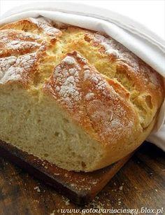 Nie uwierzę, jeśli ktoś powie mi ze zna prostszy sposób na chleb. Na chleb bez zakwasu, bez zagniatania, któremu wystarczy poświecić najpierw ok 15 sekund na Good Food, Yummy Food, Our Daily Bread, Home Baking, Polish Recipes, Bread Baking, Food Inspiration, Bakery, Food And Drink