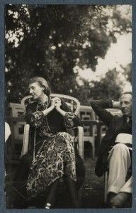 Virginia Woolf and Philip Edward Morrell photographed by Lady Ottoline Morrell in June of 1926. #virginiawoolf