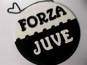 Juventus. Quadretto in legno da appendere con lettere e bottoni. Squadra calcio Juve.