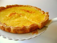 This Portuguese coconut tart recipe makes an incredible dessert and just uses 5 ingredients. Portuguese Bread, Portuguese Desserts, Portuguese Recipes, Tart Recipes, Sweet Recipes, Dessert Recipes, Cooking Recipes, Food Cakes, Coconut Tart