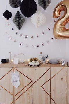Metallic Interior Trend für den nächsten Kindergeburtstag | Kindergeburtstag Dekoration / Motto in gold | Idee Foto Girlande Erinnerungsbilder