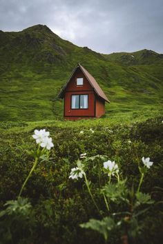 Tiny house inspiration: 12 teeny tiny houses that'll make you want to downsize - Vogue Australia Vogue Living, Vogue Australia, Tiny House Design, Tiny Living, Beautiful Places, Tiny Houses, Make It Yourself, Architecture, House Styles