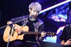 Hyunsik #2013 #Thailand #Btob Im Hyun Sik, Hyung Sik, Hyunsik Btob, Bts Members, I Love Him, Kpop, Guys, Concert, Thailand