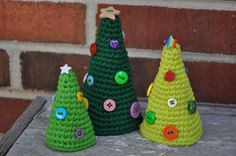 crochet Christmas trees Free pattern and good pictures! Yay! Thank You!