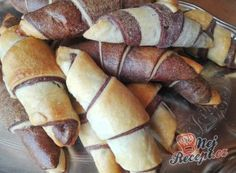 Nejjemnější jednoduché domácí rohlíky | NejRecept.cz Pretzel Bites, Street Food, Sausage, Food And Drink, Cooking Recipes, Nutella, Bread, Baking, Breads