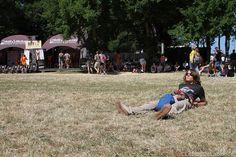 Pour cette journée historique (c'était la première fois hier que le festival affichait complet), le festival Beauregard a offert une superbe prestation aux spectateurs réunis autour du château. Dès 15h, les pelouses étaient transformées en solarium par...